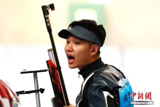 8月29日,天津全运会男子10米气步枪个人决赛在天津团泊体育中心射击馆举行,河北选手杨皓然以248.9环夺得冠军。 中新社记者 富田 摄