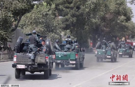 当地时间8月29日,位于美国驻阿富汗大使馆附近一个热闹的购物街发生爆炸事件。阿富汗喀布尔官员称,爆炸导致至少1人死亡,8人受伤。爆炸事件发生在上午10时左右,地点在一条商店和银行林立的街道上,街道通往美国大使馆附近的马萨德广场,靠近喀布尔的使馆区。