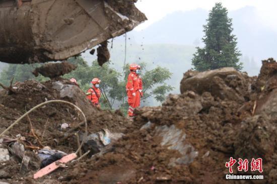 8月29日,贵州纳雍山体塌方救援现场。记者 瞿宏伦 摄