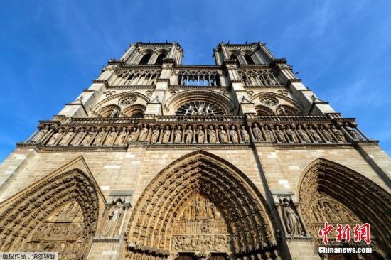 当地时间2017年8月28日,法国巴黎,巴黎圣母院。巴黎圣母院是联合国教科文组织确定的世界文化遗产,但因为污染,恶劣天气和时间造成的侵蚀损坏严重,政府却无力独自承担修缮费用。巴黎圣母院负责人表示,现在的经费不足,如果要保证两年的维修,至少需要一亿欧元,三年的维修费则至少需要1.5亿欧元。