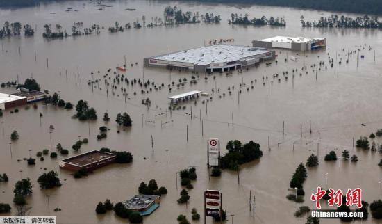 """资料图:美国得克萨斯州休斯顿,飓风""""哈维""""给休斯顿带来强降雨,城区及周边区域洪涝严重。"""