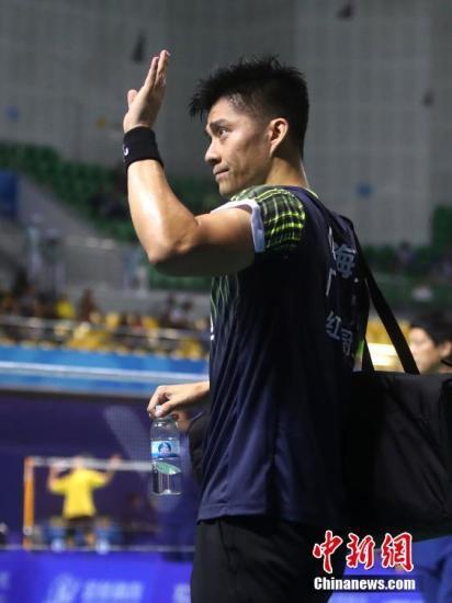 8月31日,天津全运会羽毛球男子团体比赛在宝坻区体育馆举行,广东队傅海峰参赛。中新社记者 张宇 摄