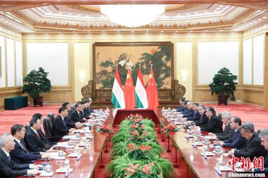 8月31日,中国国家主席习近平在北京人民大会堂同来华进行国事访问并出席新兴市场国家与发展中国家对话会的塔吉克斯坦总统拉赫蒙举行会谈。记者 杜洋 摄