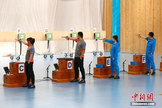 9月1日,天津全运会10米气手枪混合团体决赛在团泊体育中心射击馆举行,该项目为2020东京奥运会新增项目。中新社记者 富田 摄