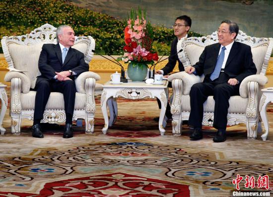 9月1日,全国政协主席俞正声在北京人民大会堂会见巴西总统特梅尔。中新社记者 宋吉河 摄