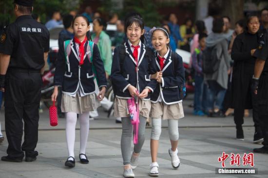 资料图:小学生。中新社记者 张云 摄