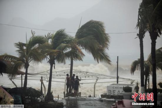 资料图片:热带风暴来袭。