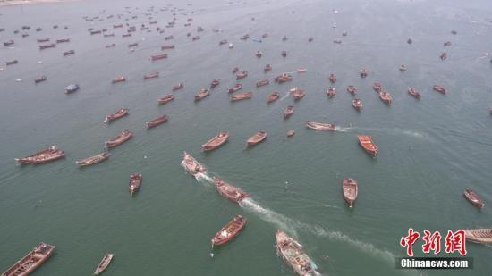 资料图:黄渤海渔区渔船出海捕鱼。<a target='_blank' href='http://www.chinanews.com/'>中新社</a>发 林钺峰 摄