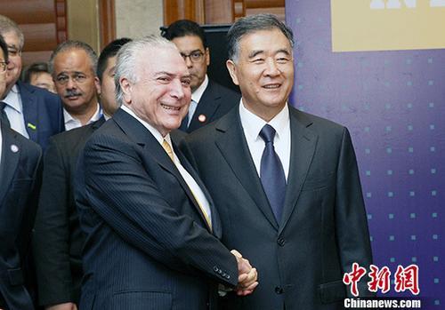 9月2日,中国国务院副总理汪洋与巴西总统特梅尔在北京共同出席巴西投资机会研讨会闭幕式。 中新社记者 宋吉河 摄