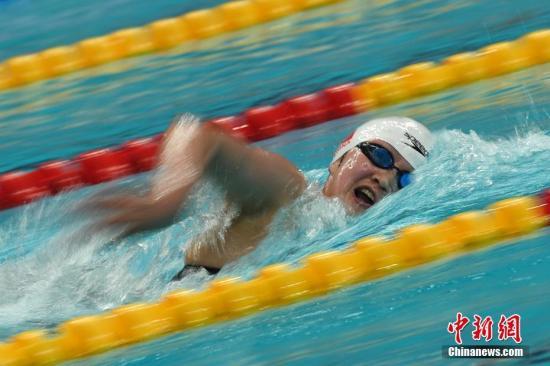 9月3日,天津奥林匹克中心游泳跳水馆,在第十三届全运会女子1500米自由泳决赛中,河北队小将李冰洁以15分52秒87夺金,并刷新亚洲纪录。中新社记者 武俊杰 摄