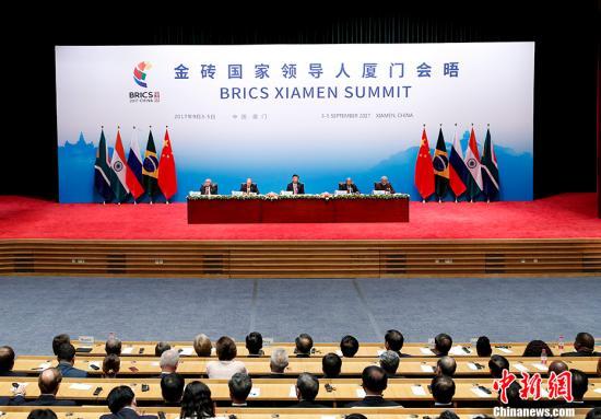 9月4日,中国国家主席习近平在厦门出席金砖国家领导人同工商理事会对话会并发表讲话,巴西总统特梅尔、俄罗斯总统普京、印度总理莫迪、南非总统祖马共同出席。 记者 杜洋 摄