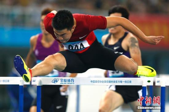 9月3日,天津全运会田径男人110米栏决赛在奥林匹克中心体育场举办,来自上海的谢文骏以13秒52夺冠。记者 富田 摄