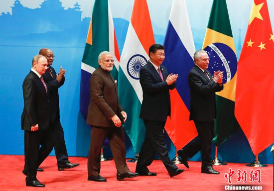 9月4日,中国国家主席习近平在厦门出席金砖国家领导人同工商理事会对话会并发表讲话,巴西总统特梅尔、俄罗斯总统普京、印度总理莫迪、南非总统祖马共同出席。 中新社记者 杜洋 摄