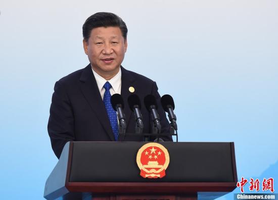 9月5日,中国国家主席习近平在厦门国际会议中心会见中外记者,介绍金砖国家领导人第九次会晤和新兴市场国家与发展中国家对话会情况。中新社记者 侯宇 摄