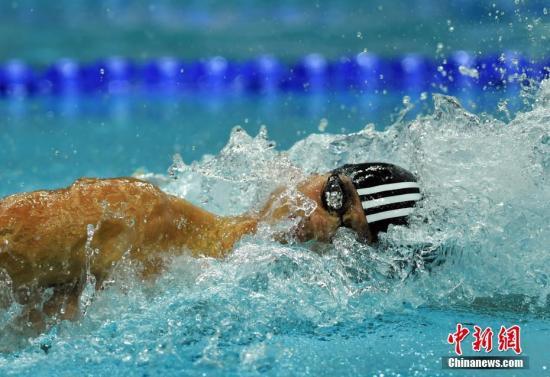 天津全运会游泳男子100米自由泳决赛9月4日晚举行,代表河南出战的宁泽涛以47秒92的成绩夺得金牌。这个成绩几乎追平2年前世锦赛夺冠时的47秒84,距离他自己保持的亚洲纪录只差0.27秒。图为宁泽涛。中新社记者 翟羽佳 摄