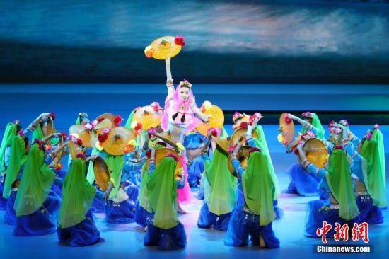 9月4日晚,金砖国家领导人第九次会晤文艺晚会《扬帆未来》在厦门闽南大戏院举行。中新社记者 盛佳鹏 摄