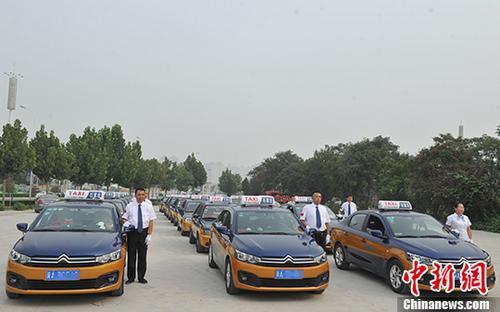 资料图:出租车。 <a target='_blank' href='http://www-chinanews-com.rowdyradish.com/'>中新社</a>记者 韩冰 摄