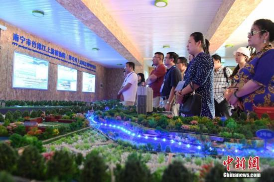 海外华文媒体南宁探访海绵城市建设。<a target='_blank' href='http://www.chinanews.com/'>中新社</a>记者 俞靖 摄