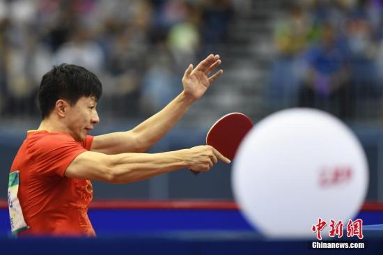 马龙在比赛中。(资料图) 中新社记者 武俊杰 摄