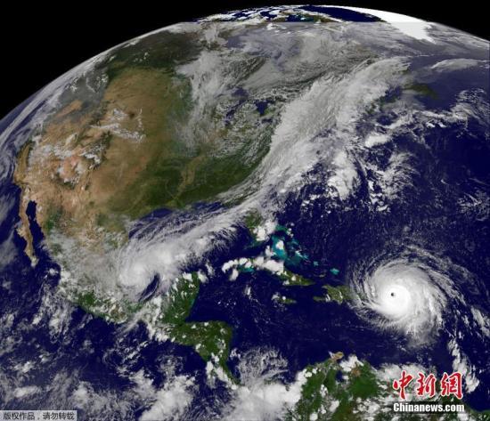 """美国国家飓风中心还表示,飓风""""艾尔玛""""在未来数天内将持续保持在四至五级的规模,并很可能在本周晚些时候直至周末袭击美国佛罗里达州,这也使得美国在短时间内连接遭遇飓风""""哈维""""和""""艾尔玛""""。"""