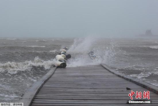 """图为飓风""""艾尔玛""""横扫波多黎各。"""