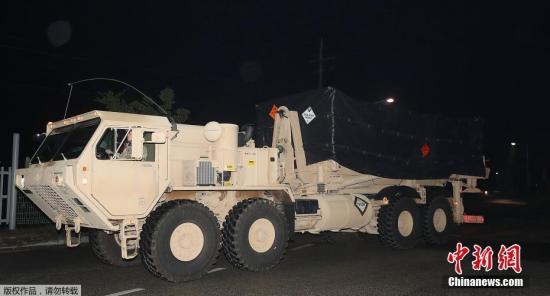 """资料图:韩国部署4辆""""萨德""""发射车。"""