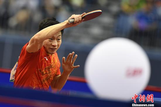 资料图:第十三届全运会男子乒乓球半决赛,马龙赛场比拼乒乓球。中新社记者 武俊杰 摄
