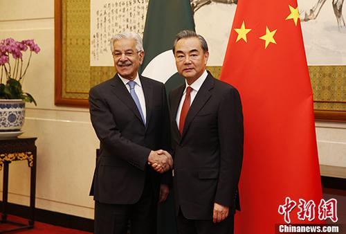 9月8日,中国外交部长王毅在北京与来华访问的巴基斯坦外长阿西夫举行会谈。 中新社记者 刘关关 摄