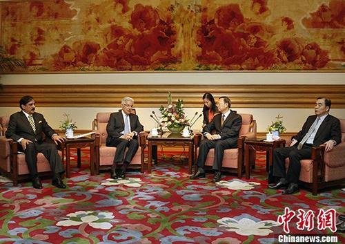 9月8日,中国国务委员杨洁篪在北京中南海会见巴基斯坦外长阿西夫。 中新社记者 宋吉河 摄