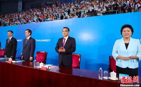 9月8日晚,中华人民共和国第十三届运动会在天津市闭幕。晚上8时,第十三届全运会闭幕式在天津体育馆举行。中共中央政治局常委、国务院总理李克强宣布,中华人民共和国第十三届运动会闭幕。中新社记者 刘震 摄