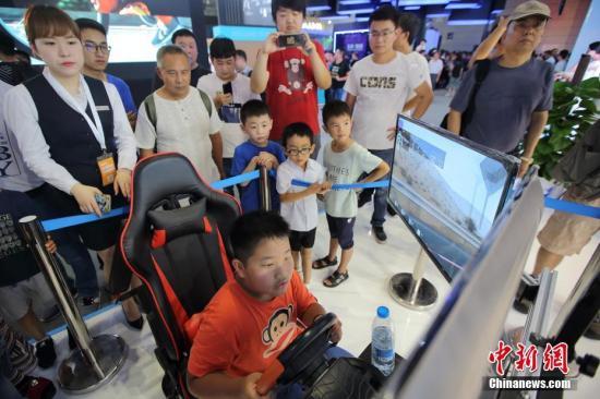 资料图:民众体验物联网成果。<a target='_blank' href='http://www.chinanews.com/'>中新社</a>记者 泱波 摄