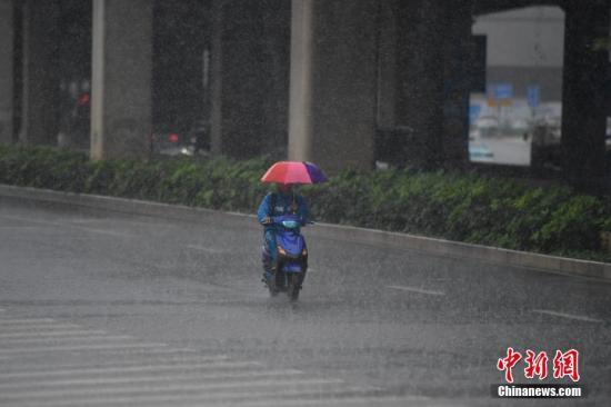资料图:降雨天气。/p中新社记者 刘冉阳 摄