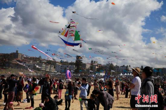 资料图:澳大利亚风筝节在悉尼邦迪海滩举行。<a target='_blank' href='http://www.chinanews.com/'>中新社</a>记者 钟欣 摄