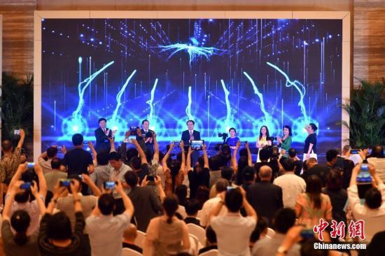9月11日,第九届世界华文传媒论坛在福州举行闭幕式。图为闭幕式上举行世界华文媒体合作联盟官方网站改版上线仪式和全球华语视频资讯共享中心启动仪式。 <a target='_blank' href='http://www.chinanews.com/'>中新社</a>记者 吕明 摄