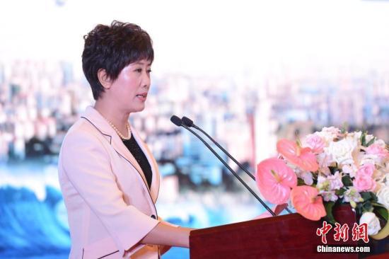 9月11日,第九届世界华文传媒论坛在福州闭幕。图为下届论坛举办地石家庄市副市长孟祥红致辞。中新社记者 崔楠 摄