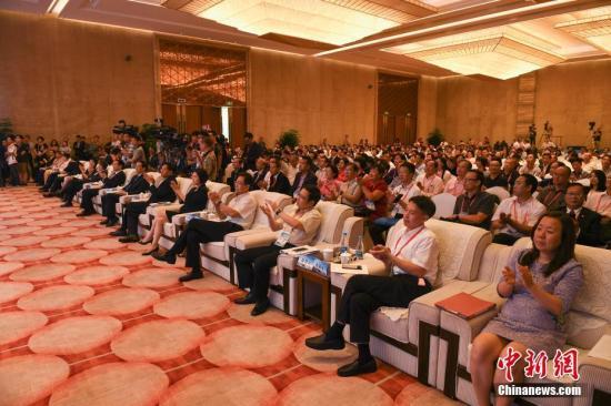 资料图:第九届世界华文传媒论坛在福州闭幕。中新社记者 崔楠 摄