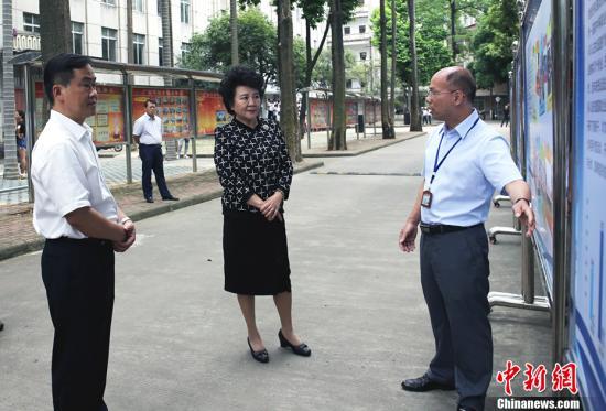 裘援平希望同学们通过在中国的学习,提高中文水平,考上最想上的专业和大学。 <a target='_blank' href='http://www.chinanews.com/'>中新社</a>记者 翟李强 摄