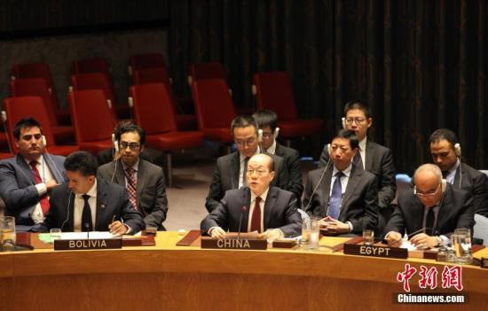 9月11日,联合国安理会一致通过第2375号决议,加强对朝鲜的制裁措施。图为中国常驻联合国代表刘结一在决议通过后发言。 中新社记者 马德林 摄