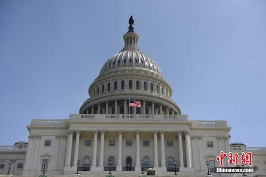 当地时间9月11日,美国国会降半旗,纪念9?11事件16周年。 中新社记者 邓敏 摄