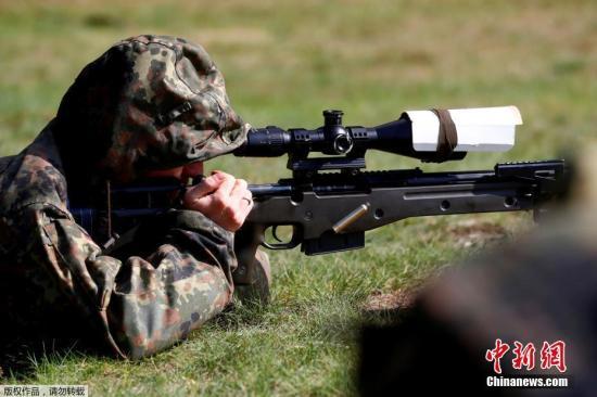 资料图:图为北约多国士兵在立陶宛参加联合射击比赛。