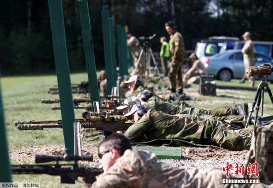 当地时间9月13日,北约多国士兵在立陶宛Rukla参加联合射击比赛。