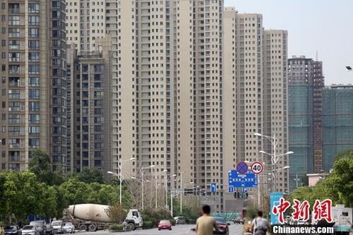 图为8月18日拍摄的南京河西地区一处楼盘。<a target='_blank' href='http://www.chinanews.com/'>中新社</a>记者 泱波 摄