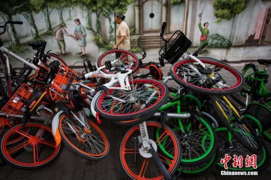 新经济催生新浪费:共享单车闲置 外卖垃圾成堆-中新网