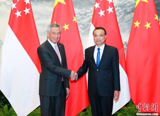 9月19日下午,中国国务院总理李克强在北京人民大会堂东门外广场举行仪式,欢迎新加坡总理李显龙对中国进行正式访问。中新社记者 刘震 摄