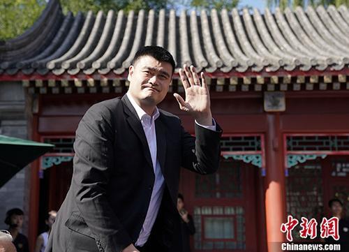 日前,中国篮协主席姚明在北京出席发布会,瑞士制表品牌泰格豪雅重回中国男子篮球职业联赛赞助商行列,正式成为CBA联赛官方计时与官方腕表。 中新社记者 杜洋 摄