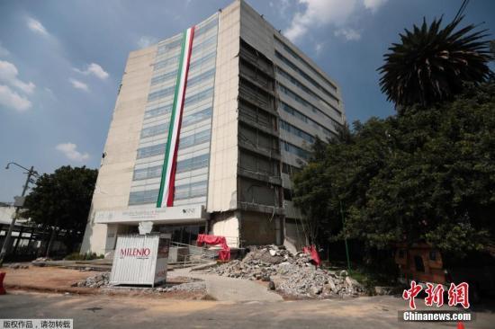 报媒体报道,墨西哥城的机场随即暂停运行,当局要求人们离开住所,到露天避难。