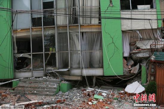 距离墨西哥城不远的Narvarte,当地建筑在地震中遭遇严重损毁。