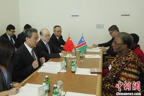 9月19日,中国外交部长王毅在纽约出席联合国大会期间会见纳米比亚副总理兼外长恩代特瓦。 中新社记者 马德林 摄