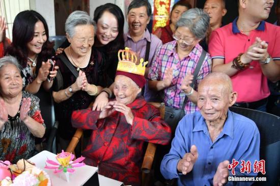 特写:成都最长寿老人的117岁生日宴