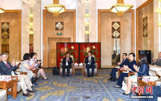 9月21日,中国国务院侨务办公室副主任谭天星在北京会见北美洲台湾乡亲联谊会参访团。<a target='_blank' href='http://www.chinanews.com/'>中新社</a>记者 张勤 摄
